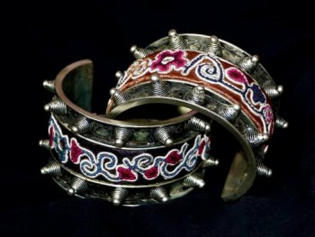 embroidered-cuff-bracelet-1
